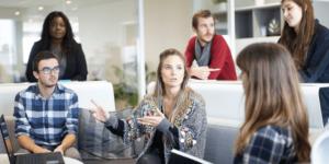 A munkahelyi vezető szervezési intézkedésének fontossága a biztonságos és egészséget nem veszélyeztető munkavégzés érdekében